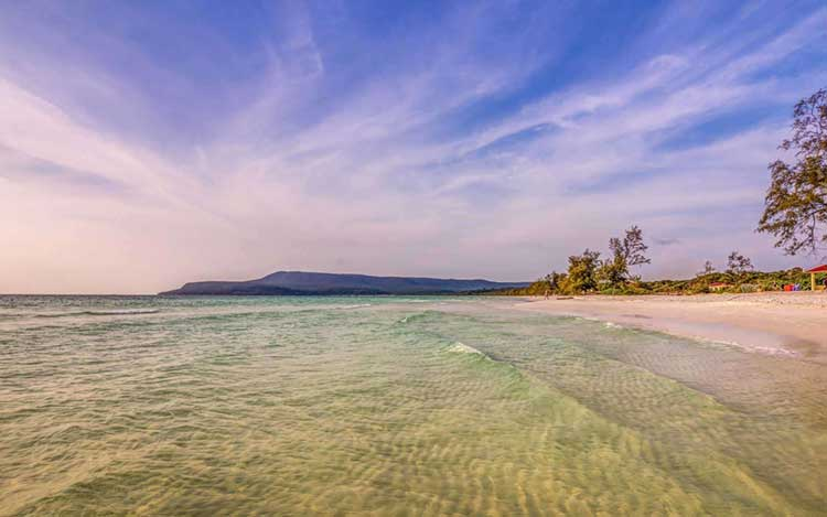 Mousserende wateren op Long Beach Koh Rong