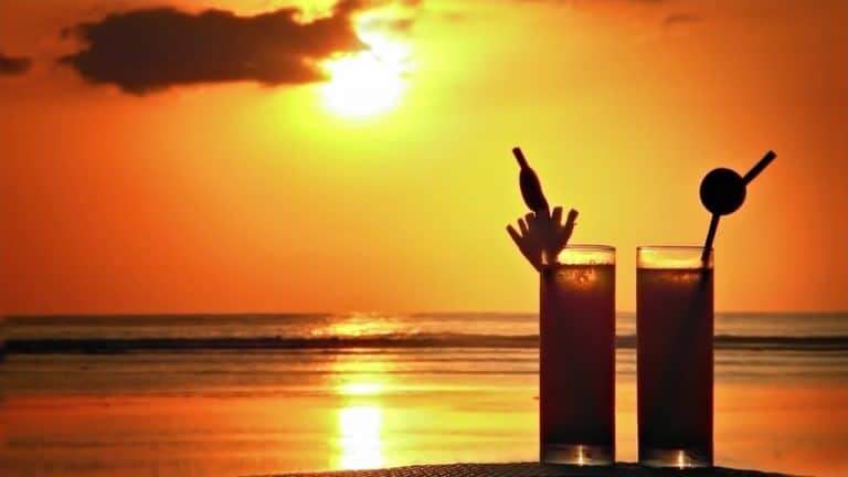 Sunset Drinks sa Koh Rong Island sa Cambodia
