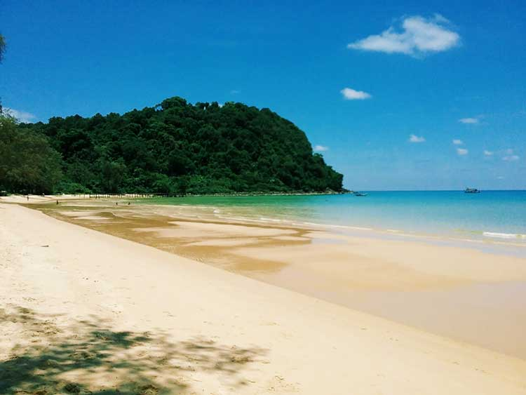 Lazy-Beach-on-Koh-Rong-Samloem