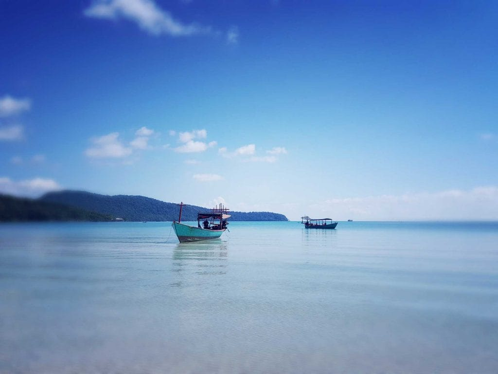 Bărci-on-sarazin-Bay-Koh-Rong-Samloem