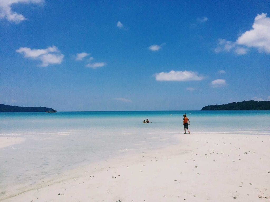 Copii-on-sarazin-Bay-Koh-Rong-Samloem