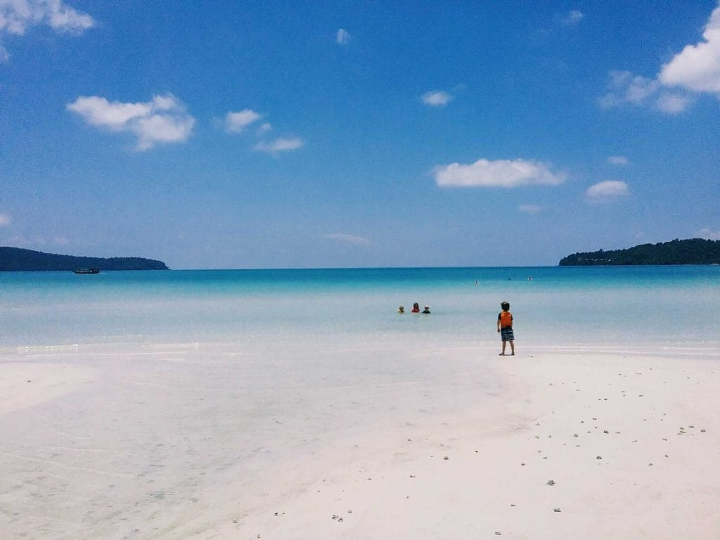 Παιδιά-σε-Saracen-Bay-on-Koh-Rong-Samloem
