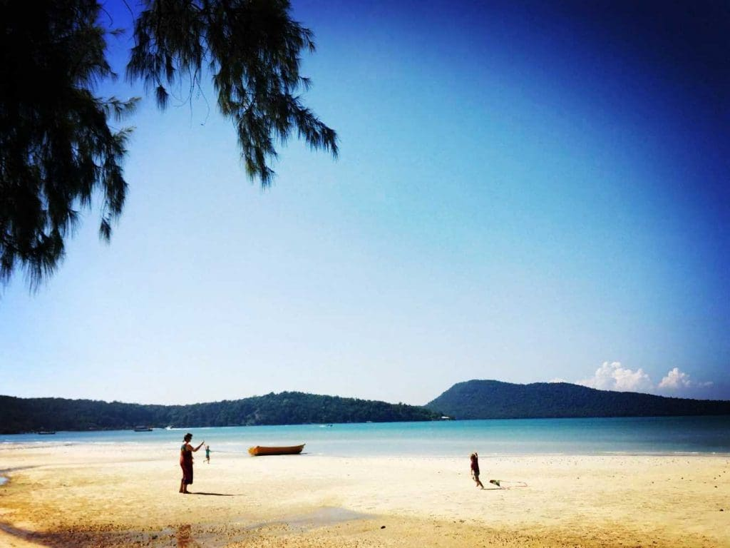 Family-Playing-on-Saracen-Bay-Koh-Rong-Samloem
