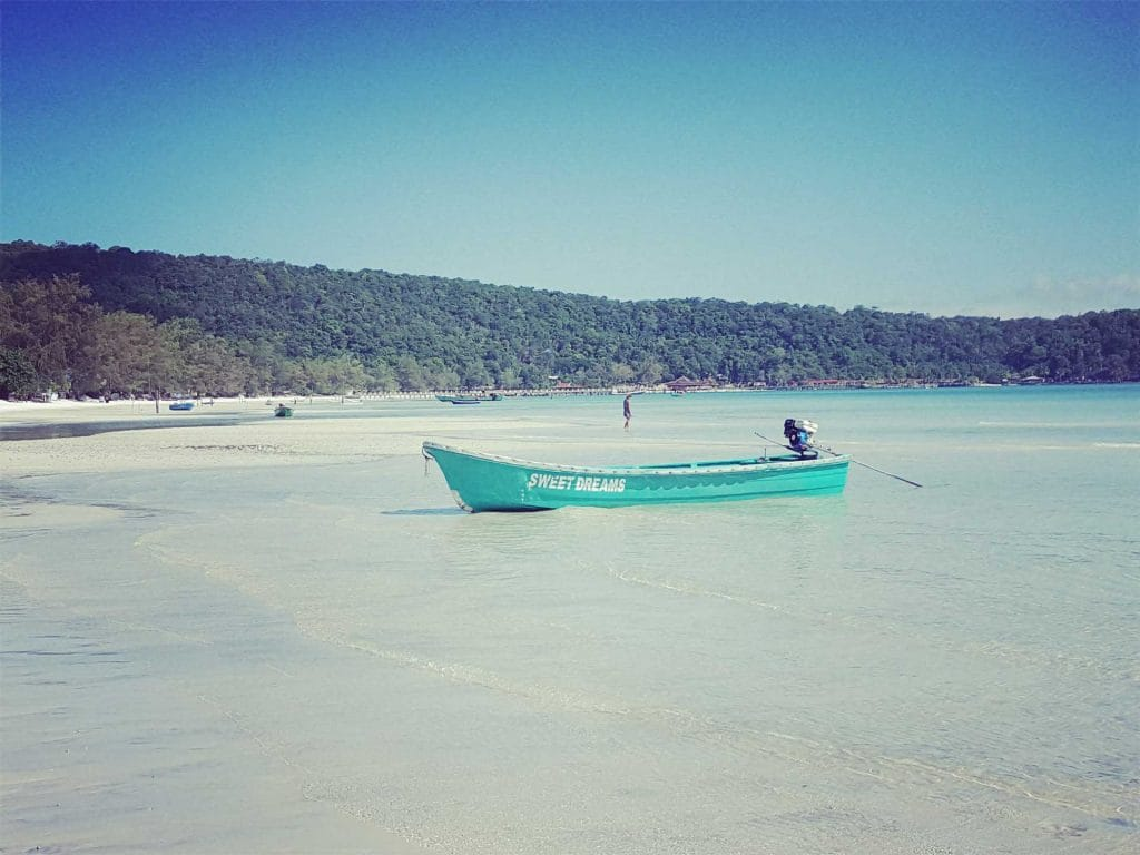 Sweet-Dreams-Boat-on-sarazin-Bay-Koh-Rong-Samloem